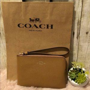 Coach corner zip wrislet tan